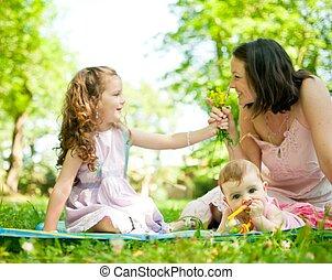 feliz, vida, -, madre con los niños