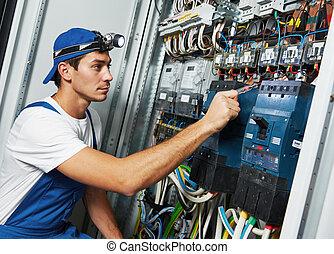felnőtt, villanyszerelő, konstruál, munkás