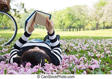 felolvasás, nő, ázsiai, könyvecske