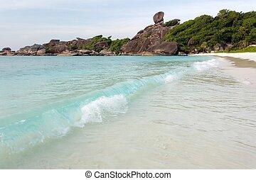 felsig, tropischer strand