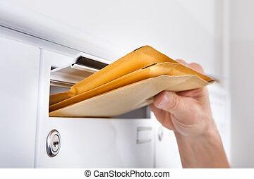 feltétel, irodalomtudomány, postás, postaláda