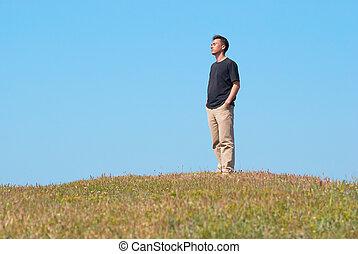 felt græs, unge menneske
