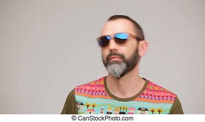 feltevő, szakállas, napszemüveg, felnőtt, ember