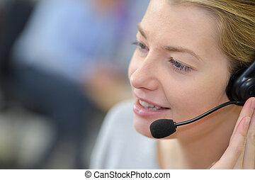 female callcenter agent