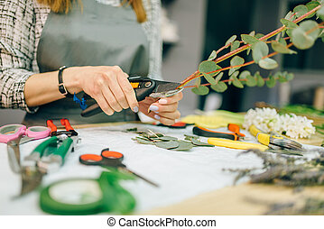 Female florist, bouquet preparation process