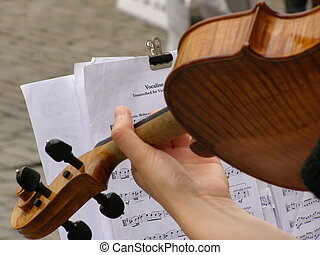 hands playing violin