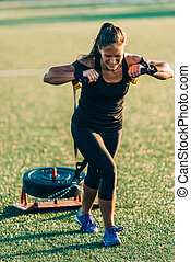 Female on crossfit competition