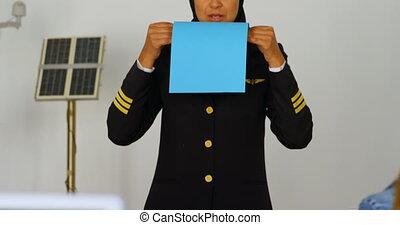 Female pilot training kid 4k - Female pilot training kid in...