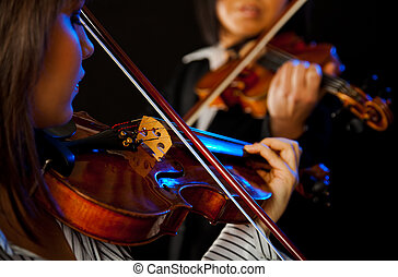 female violinists
