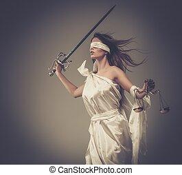 femida, déesse, de, justice, à, balances, et, épée, porter, bandeausur les yeux