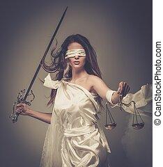 femida, göttin, von, gerechtigkeit, mit, waage, und, schwert, tragen, augenbinde