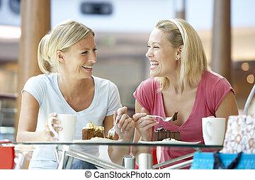 femininas, amigos, tendo almoço, junto, em, mall