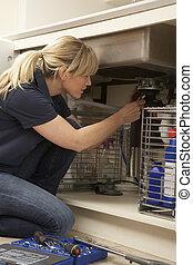 femininas, encanador, trabalhar, pia, em, cozinha