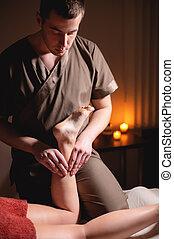 femininas, escuro, canela, wellness, massagem, queimadura, anti-cellulite, perna, cliente, complex., velas, prêmio, luxo, luz, macho, fundo, masseur, escritório