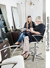 femininas, fregueses, em, salão cabelo