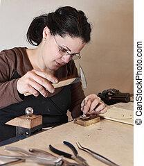femininas, joalheiro, trabalhando