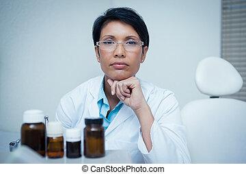 femininas, jovem, sério, odontólogo