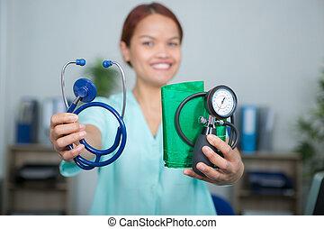 femininas, segurando, médico, pressão, equipamento, trabalhador, estetoscópio, sangue