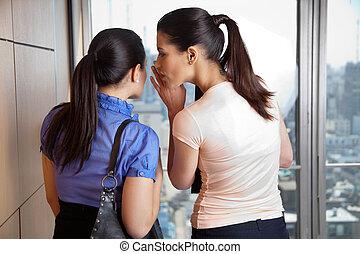 femininas, sussurrando, para, colega trabalho