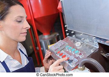 femininas, trabalhador, usando, máquina, em, a, fábrica