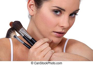 femme, à, a, sélection, de, brosses maquillage