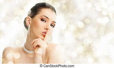 femme, à, bijouterie