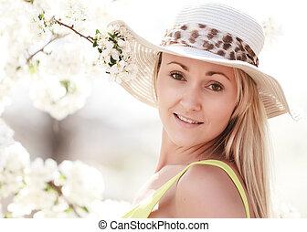 femme, à, chapeau