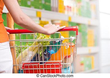 femme, à, supermarché, à, chariot