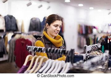 femme, à, vêtant magasin