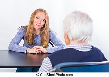 femme âgée, à, les, thérapeute