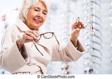 femme âgée, à, vue, problème
