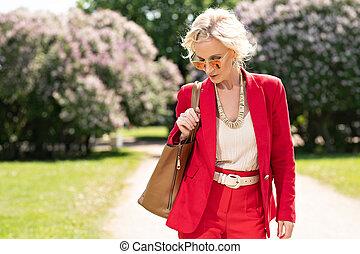 femme âgée, élégant
