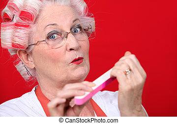 femme âgée, classement, elle, clous