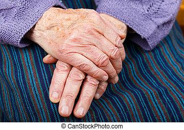 femme âgée, mains