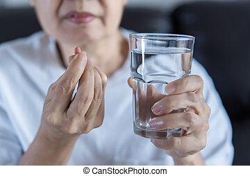 femme âgée, manger, drogue, médecine, manger, sain, médecine