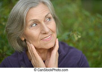 femme âgée, marche