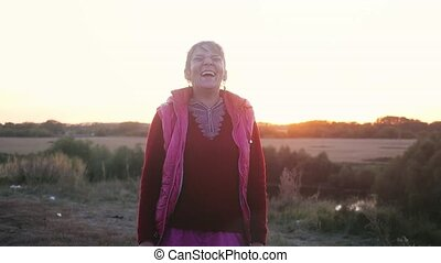 femme, âge, slowmotion., rire, mûrir, portrait, sourire, joyeux, falaise