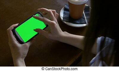 femme, écran, zoom, doigts, gestes, téléphone, vert, confection, café, intelligent, dehors