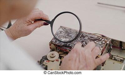 femme, électrique, devices., réparation, café, ménage, ...