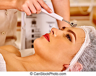femme, électrique, jeune, massage., facial, réception