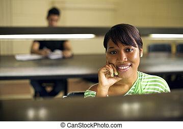 femme, étudier, étudiant université, jeune, bibliothèque, américain, collège, africain femelle