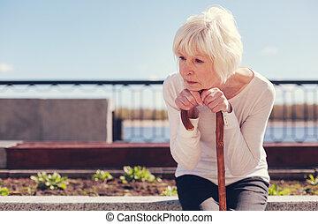 femme, être, triste, solitaire, absorbé, personne agee, pensées