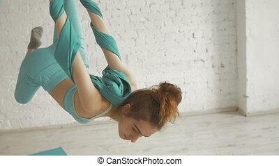 femme, aérien, aerialist, ruses, soies, -, joli, acrobatique