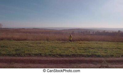 femme, aérien, automne, cassé, voiture., 4k, rural, vue., blond, route