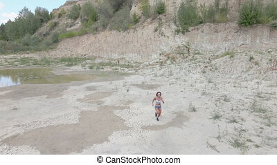 femme, aérien, vue., long, run., aride, courses, athlète, ...