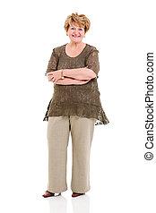 femme aînée, à, bras croisés