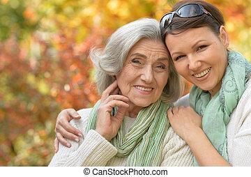 femme aînée, à, fille