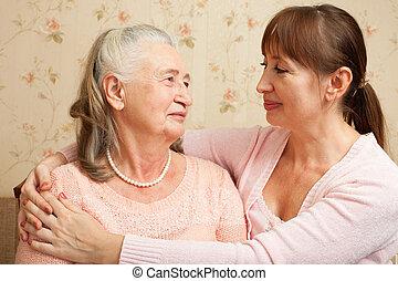 femme aînée, à, leur, caregiver, à, home.