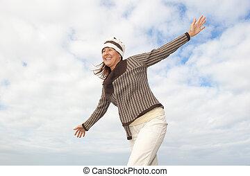 femme aînée, équilibrage, heureux