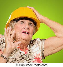 femme aînée, architecte
